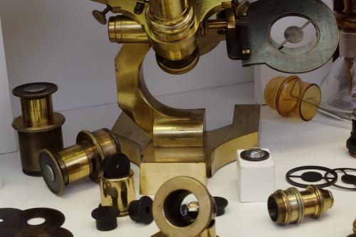 Détail du microscope Seibert